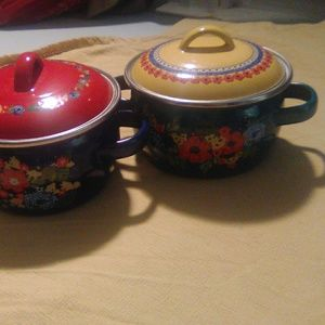 2 Pioneer woman Soup pots with lids